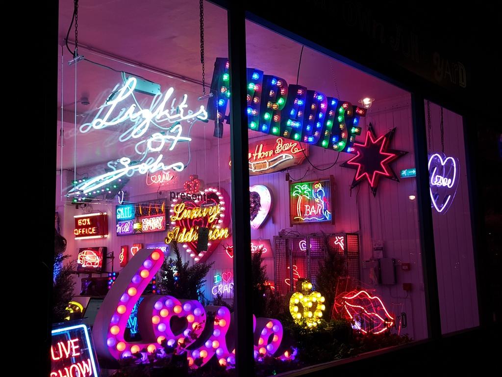 London Calling 5 – A neonkirály boltja