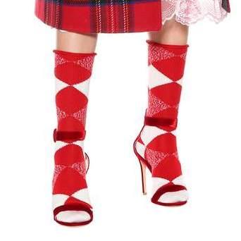 BURBERRY<br />€ 110<br />https://www.mytheresa.com/en-de/burberry-checked-wool-socks-871388.html