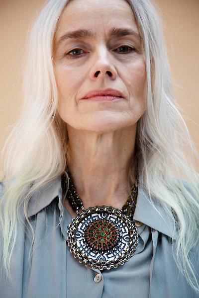 Megérzés és eredetiség: ez a 60 éves művészettörténész, modell és jógaoktató tanácsa, ha stílusosak akarunk lenni