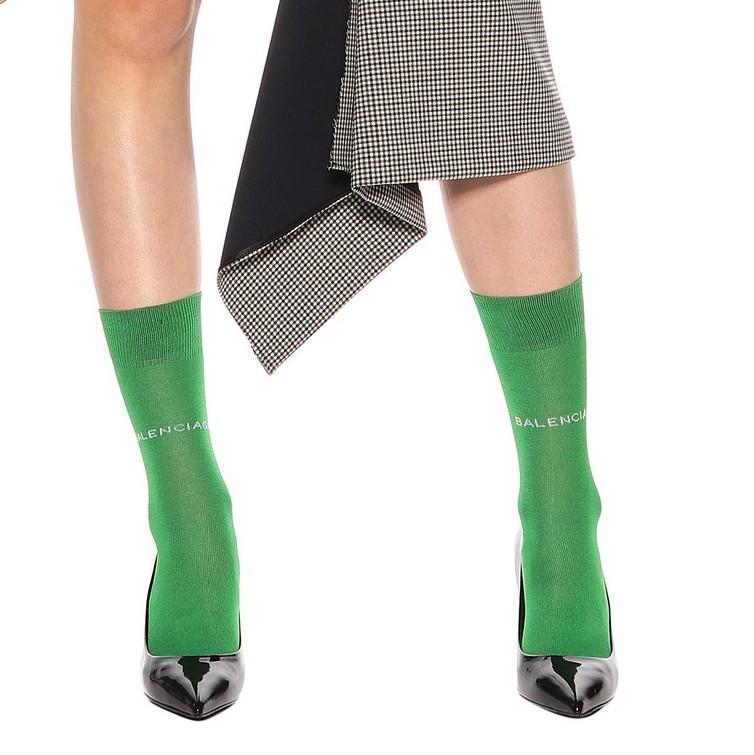 BALENCIAGA<br />€ 75<br />https://www.mytheresa.com/en-de/balenciaga-cotton-blend-socks-846861.html