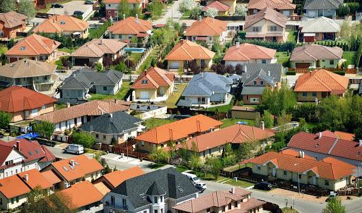 """A szocialista építészet elleni lázadás csimborasszója, avagy a """"magyarmediterrán"""" házak – mihez kezdjünk velük?"""