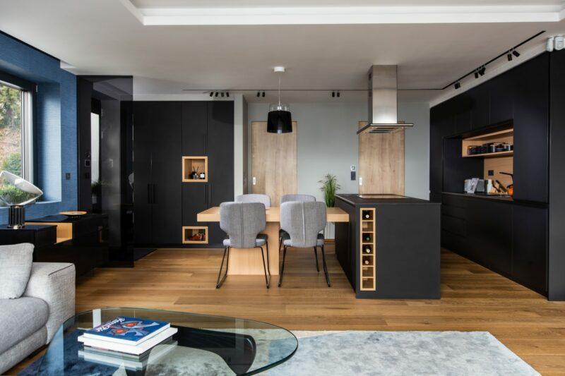 Itt egy példa arra, hogyan menti meg a japandi a minimalista lakásokat az unalomtól