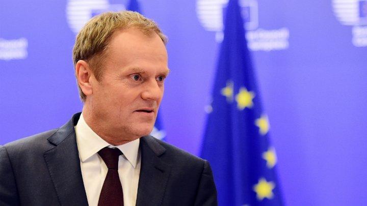 Tusk sürgette a kvóta eltörlését, Orbán kézitustát folytatott