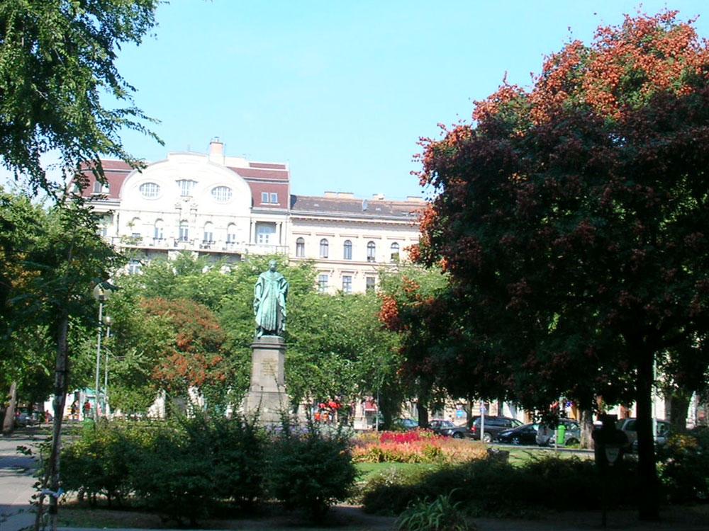 A Fidesz egyik fő ellenségei a fák – rögtön az emberek után