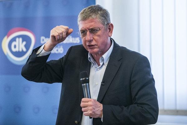 Gyurcsány ismét kisegítette a Fideszt