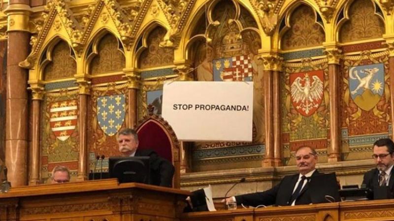 Nyert a TASZ: Kövér jogsértően tiltott ki újságírókat a Parlamentből