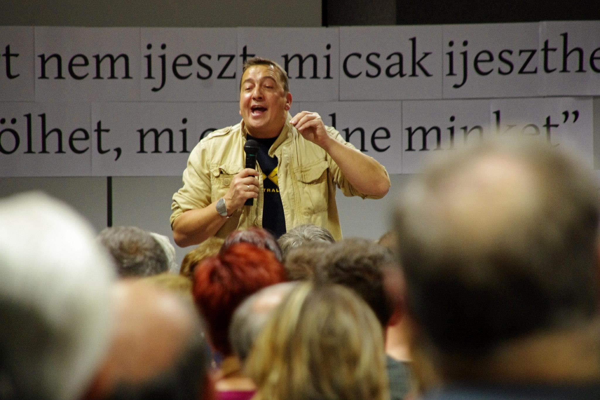 Szép lesz: Bayer Zsolt Békemenete együtt vonulhat a Betyársereggel a tüntetők ellen
