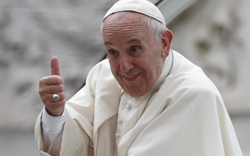 Francesco beugrott egy misére, és beszólt a hamis Messiásoknak