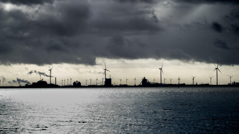 Cikkajánló a hétvégére: Paks és atomhulladék, kikötők és szél