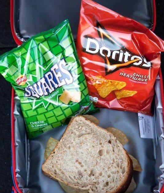 Ezt csomagolták ebédre a gyerekeknek. A tanárok kiborultak