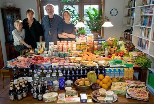 Megdöbbentő képek: ennyit esznek az emberek egy hét alatt