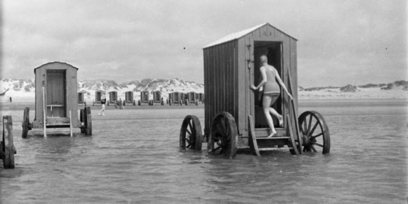 Fürdőkocsiba rejtett nők, tengerparti furcsaságok a viktoriánus korban