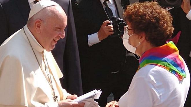"""Ferenc pápa a homoszexuálisok szüleihez: """"Isten olyannak szereti a gyermekeiteket, amilyenek"""""""