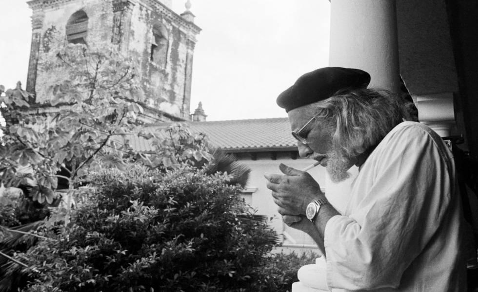 """Elhunyt Ernesto Cardenal, az """"erőszak nélküli forradalom"""" pap-költője"""