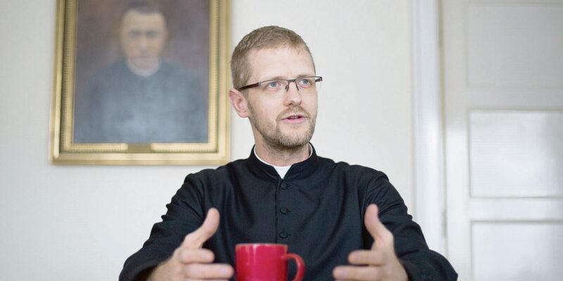 A megkérdőjelezhetetlen papi álláspont – avagy Hodász András beszédének kritikai diskurzuselemzése
