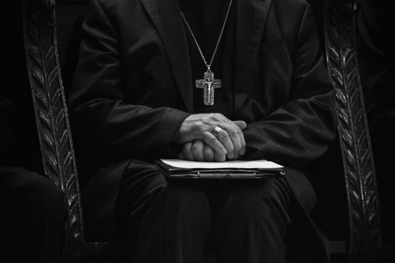 A katolikus egyházhoz köthető a pedofil bűncselekmények 30%-a Lengyelországban
