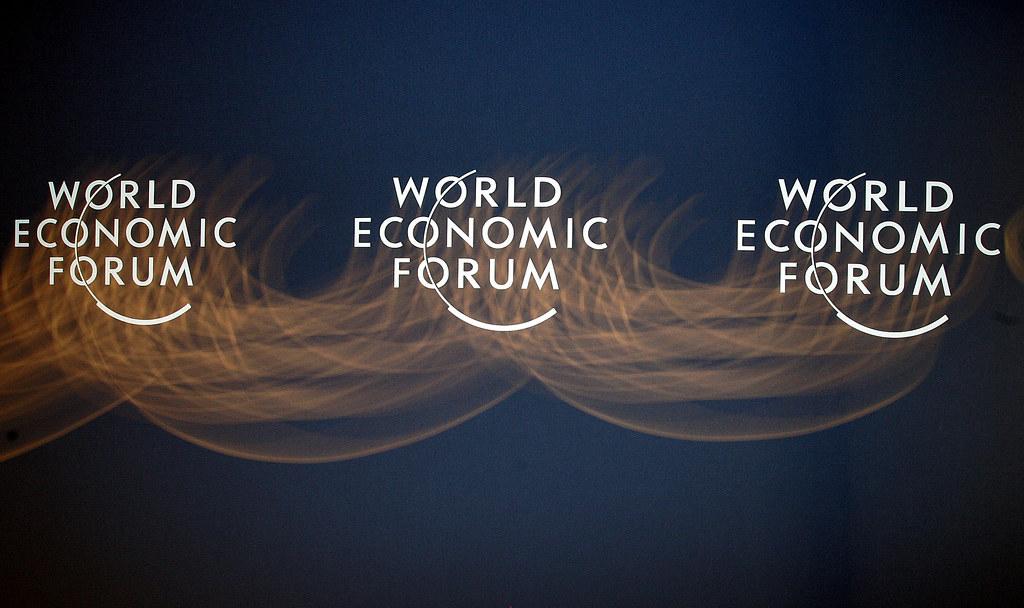 Lehúzza a versenyképességünket a korrupció – Itt az új jelentés a gazdasági kilátásokról