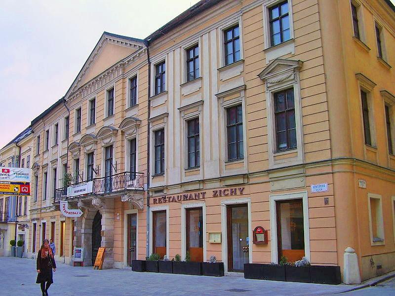 zichyho_palac_v_bratislave_1470035240_bratislava.jpg