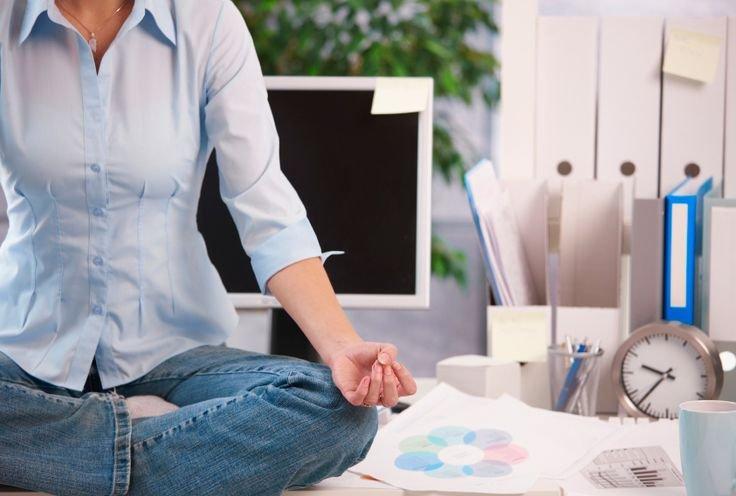 7 jógapóz a munkahelyi stressz leküzdésére