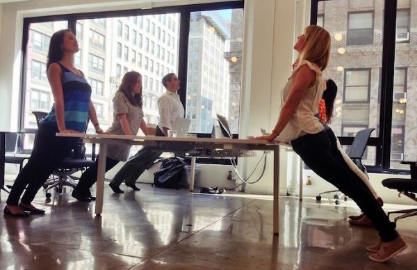 Hogyan növeli a jóga a teljesítőképességed – a munkahelyeden