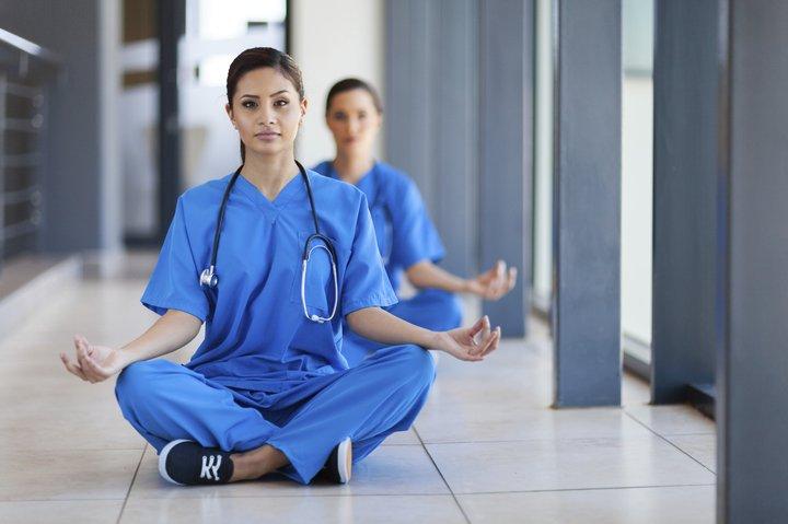 Jóga műszak utánra: 7 ászana ápolónőknek