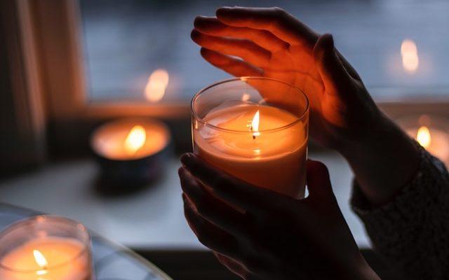 Így használd a gyertya lángját meditációhoz, avagy éljen a Trataka sadhana!